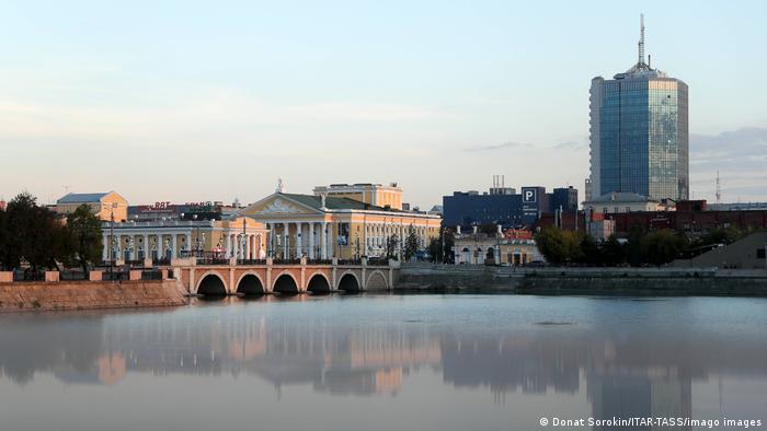 Вид на Оперный театр Челябинска