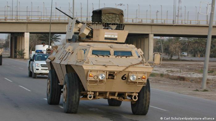 Un M1117 patrullando las calles de Irak en 2007.