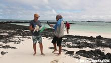 Sendung: Eco Latinoamérica Datum: 31.08.2021 Gast / Tema: Galapagos Inseln, ozeanische Müll, Plastik an der Küste Isla San Cristobal, Ecuador, Islas Galapagos+++In Galapagos die junge Bevölkerung hilft bei der Rekolektion von Plastikmüll, die mit der Ozean zB aus China in die Küste kommt.