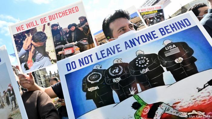 Εκκλήσεις διαδηλωτών στο Λονδίνο να μην εγκαταλειφθούν Αφγανοί που κινδυνεύουν