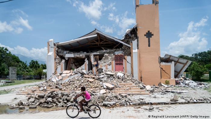 灾区一座被毁的教堂