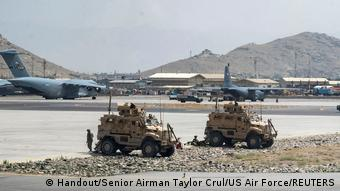 Літаки і техніка США в аеропорту Кабула