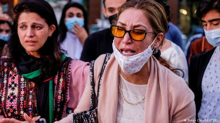 شماری از افغان های مقیم کالیفرونیای امریکا نیز دست به تظاهرات زدند و از روی کار آمدن دوباره طالبان انتقاد کردند. آنان همچنین نگرانی شان را از وضعیت بشری به ویژه شرایط زندگی زنان تحت حاکمیت طالبان ابراز نگرانی کردند.