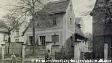Leipzig-Gohlis (Sachsen), Deutschland. Schillerhaus, um 1895. Das Schillerhaus ist ein ehemaliges Bauernhaus im Leipziger Stadtteil Gohlis. Im Obergeschoss des Hauses lebte Friedrich Schiller im Sommer 1785. Fotografie von Hermann Vogel, 1824–1904.