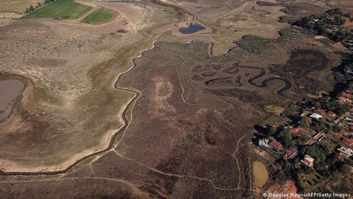El lago Furnas de Brasil, que se encuentra en la cuenca del río Paraná, cayó por debajo del 30% de su capacidad en julio de 2021.