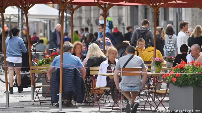 Deutschland | Coronavirus | Passanten in den Fussgängerzonen in München