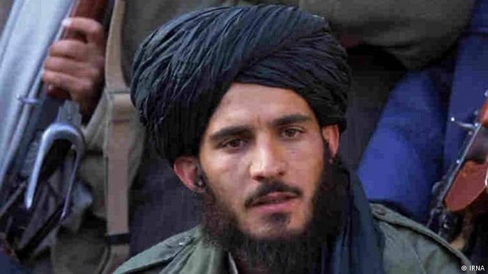 در رسانههای ایرانی این تصویر به عنوان محمد یعقوب، پسر ملاعمر، اولین رهبر طالبان منتشر شده است. او احتمالا متولد سال ۱۳۷۰ و از قوم هوتکی بخشی از قبیله غلزی و پشتون است. پس از اینکه هبتالله آخوندزاده در سال ۱۳۹۵ به رهبری طالبان رسید، او به عنوان مسئول کمیته نظامی در ۱۵ ولایت افغانستان و عضو شورای تصمیمگیری طالبان تعیین شد و در اردیبهشت ۹۹ به عنوان رئیس کمیسیون نظامی طالبان معرفی شد.