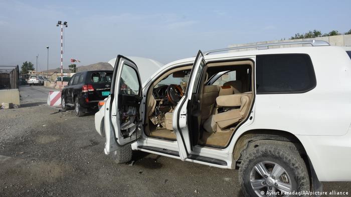 Afghanistan Kabul | Zerstörte Autos vor dem Flughafen