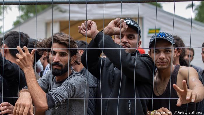 Нелегальные мигранты в Литве в лагере беженцев