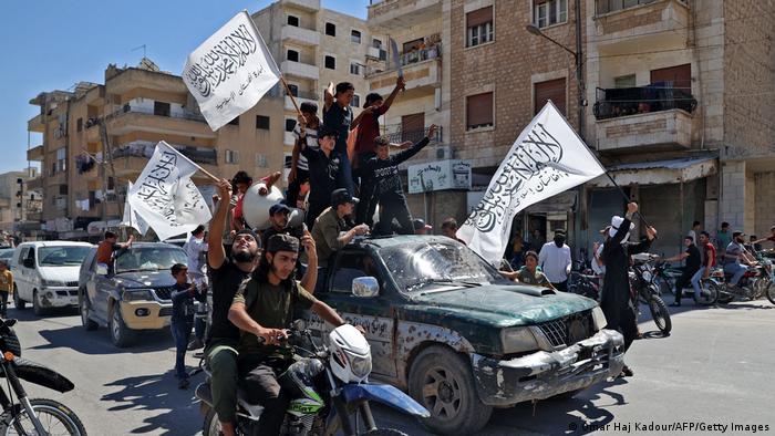 Radikal İslamcı Heyet Tahrir el-Şam, İdlib'te Taliban'ın Afganistan'daki ilerleyişini kutlarken
