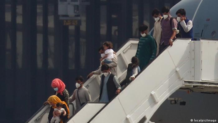 Самолет Airbus A310 бундесвера привез в аэропорт Ганновера эвакуированных из Афганистана