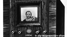 Fernsehempfaenger Lorenz AG 1936 Fernsehen / Empfaenger. - Fernsehempfaenger der Lorenz AG mit Fernsehroehre nach Manfred von Ardenne, Baujahr 1936. Fotomontage.