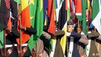Afrikanischer Flaggenaufzug zur Gründung der AU in Durban