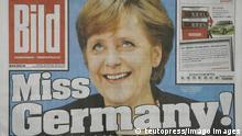 BILD -Ausgabe vom 11.10.2005 10/05 thg Bildzeitung Bild Zeitung Print Medium Medien Stimmungsmache Axel Springer Verlag Schlagzeile Meldung Angela Merkel Angie Kanzlerin Bundeskanzlerin Kanzleramt Miss Germany quer