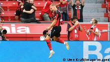Fussball, Bundesliga, Deutschland, Herren, Saison 2021/2022, 2. Spieltag, BayArena Leverkusen, Bayer Leverkusen rot - Bor. Mˆnchengladbach weiss Jubel Mitchel Bakker LEV nach seinem Tor zum 1:0. Jubel, Freude, Aktion. DFB/DFL REGULATIONS PROHIBIT ANY USE OF PHOTOGRAPHS AS IMAGE SEQUENCES AND/OR QUASI-VIDEO *** Football, Bundesliga, Germany, Men, Season 2021 2022, 2 Matchday, BayArena Leverkusen, Bayer Leverkusen rot Bor Mˆnchengladbach weiss Jubel Mitchel Bakker LEV after his goal to 1 0 Jubel, Freude, Aktion DFB DFL REGULATIONS PROHIBIT ANY USE OF PHOTOGRAPHS AS IMAGE SEQUENCES AND OR QUASI VIDEO