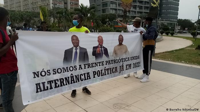 Angola I Demonstranten in Luanda protestieren für einen politischen Wechsel bei den Wahlen