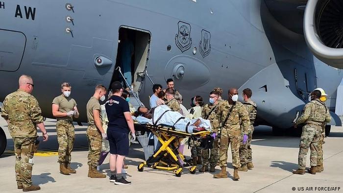 US-Luftwaffenstützpunkt Ramstein | im Flugzeug afghanische Mutter Kind geboren