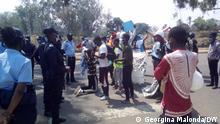 Bildbeschreibung: Nationale Polizei verhindert eine Protestveranstaltung und nimmt 17 Personen in Moxico, Angola, fest. Alle wurden später freigelassen Schlagwörter: Proteste, Demo, Polizei, Moxico Ort: Moxico, Angola. Rechte: Georgina Malonda, Korrespondent der Deutschen Welle.