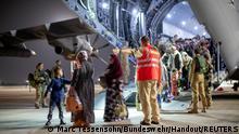 Uzbekistan | Durch die Bundeswehr Evakuierte aus Kabul landen in Tashkent