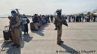Afghanistan | Flughafen Kabul | Italienischer Evakuierungsflug