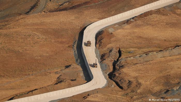 Sınır güvenliği politikasını değiştiren Türkiye'nin İran sınırına inşa ettiği duvar da sertleştirilen önlemlerden biri.