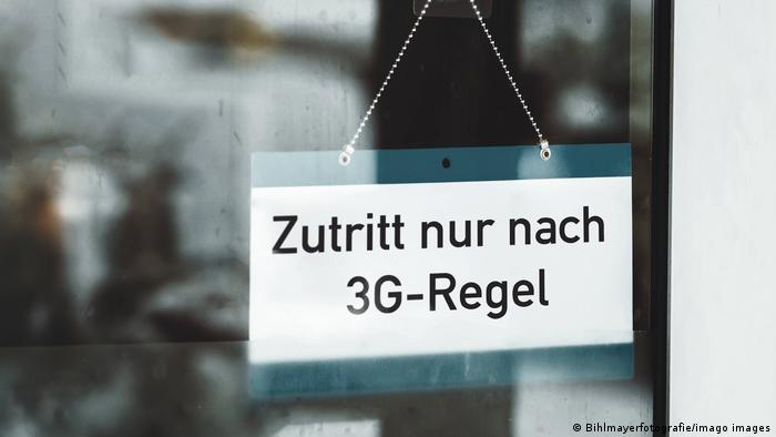 a sign allowing all '3G' people to enter