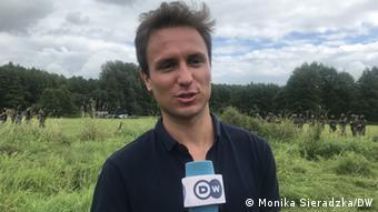 Польский адвокат Тадеуш Колодзей с микрофном DW