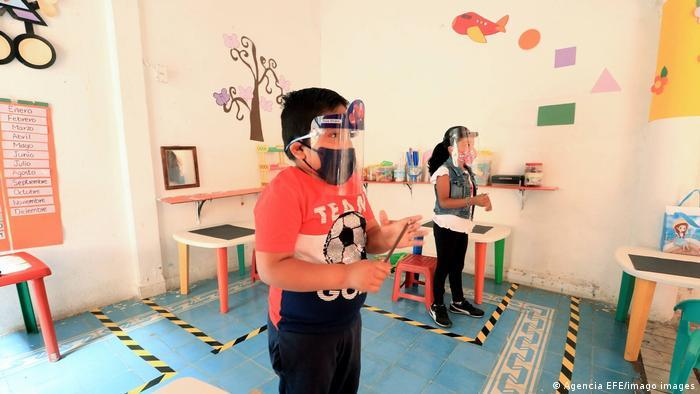 Mexiko Schüler besuchen den Unterricht mit Biosicherheitsprotokollen aufgrund von Covid-19
