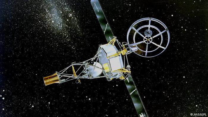 US space probe Mariner 2