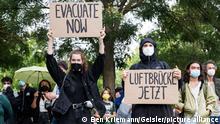 Demonstration für eine Luftbrücke zum Ausfliegen gefährdeter Menschen wie Helfer und Ortskräfte aus Afghanistan vor dem Bundeskanzleramt. Berlin, 22.08.2021