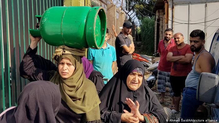 Lebanese citizens with gas cylinders