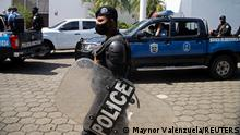 13.08.2021 Nicaraguan police officers take part in a raid at the offices of La Prensa, the only national newspaper, after President Daniel Ortega's government opened customs fraud and money laundering investigations against the publication, in Managua, Nicaragua August 13, 2021. REUTERS/Maynor Valenzuela NO RESALES. NO ARCHIVES