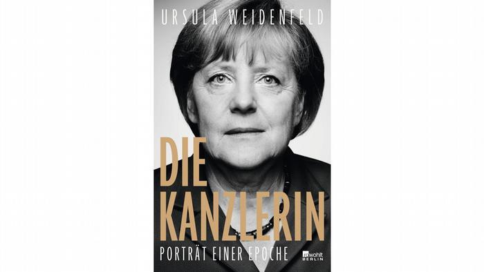 Накрая все пак се стигна до нова голяма коалиция със социалдемократите. А след 16 години начело на изпълнителната власт Ангела Меркел се оттегля доброволно. В статии и книги по темата се говори за края на една епоха, например в биографичната книга за Меркел на Урсула Вайденфелс (на снимката). А кой или какво ще дойде след нея, това ще решават избирателите на 26 септември.