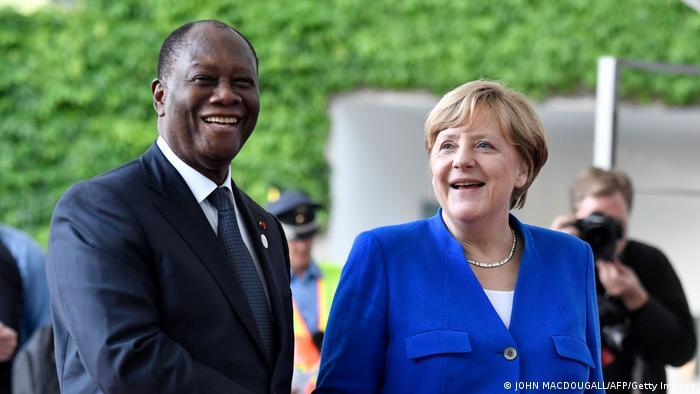 Predsednik Obale Slonovače Alasane Uatara i nemačka kancelarka Angela Merkel 2017. u Berlinu