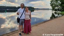 Copyright: Kate Ferguson/DW DW-Kolumistin Kate Ferguson mit Ehemann (2021)