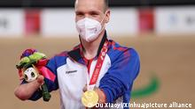 (210826) -- IZU, Aug. 26, 2021 (Xinhua) -- Mikhail Astashov of the Russian Paralympic Committee (RPC) poses on the podium during the awarding ceremony for the Men's C1 3000m Individual Pursuit of cycling track at the Tokyo 2020 Paralympic Games in Izu, Japan, Aug. 26, 2021. (Xinhua/Du Xiaoyi)