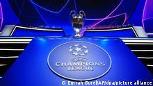 Fußball: Champions League, Auslosung - Gruppenphase in Istanbul: Die Trophäe wird vor der Auslosung der Champions League in Istanbul für die Fotografen ausgestellt. +++ dpa-Bildfunk +++