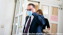 27.08.2021+++ Der Angeklagte Heinz-Christian Strache, ehemaliger Vizekanzler von Österreich, kommt vor Prozessbeginn im großen Schwurgerichtssaal im Landesgericht Wien. Im Korruptionsprozess gegen Österreichs ehemaligen Vizekanzler soll am 27.08.2021 das Urteil gesprochen werden. Laut Anklage soll er dem befreundeten Eigentümer einer Privatklinik zu einer vorteilhaften Gesetzesänderung verholfen haben. +++ dpa-Bildfunk +++
