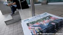 A man reads a newspaper reporting the summit between South Korean President Moon Jae-in and North Korean leader Kim Jong Un, at a newspaper distributing station in Seoul, South Korea, Wednesday, Sept. 19, 2018. (AP Photo/Lee Jin-man)