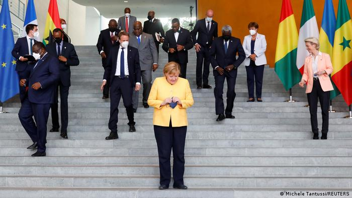 Chancellor Merkel with African leaders on the steps of the chancellery