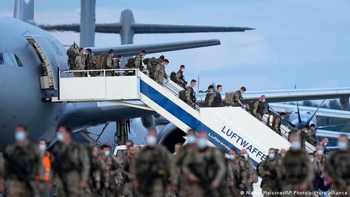 Germanii privesc cu sentimente amestecate retragerea din Afganistan