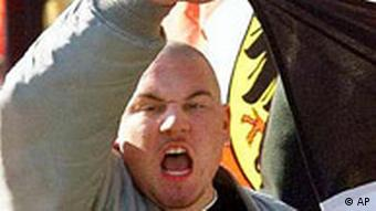 NPD Skinhead demonstriert