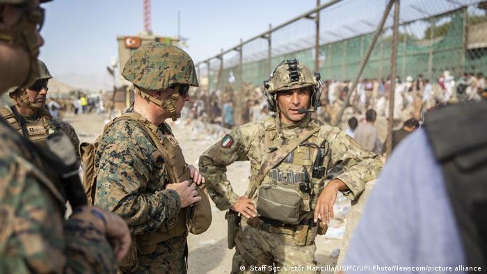 Afghanistan, Kabul   US-Soldaten am Flughafen