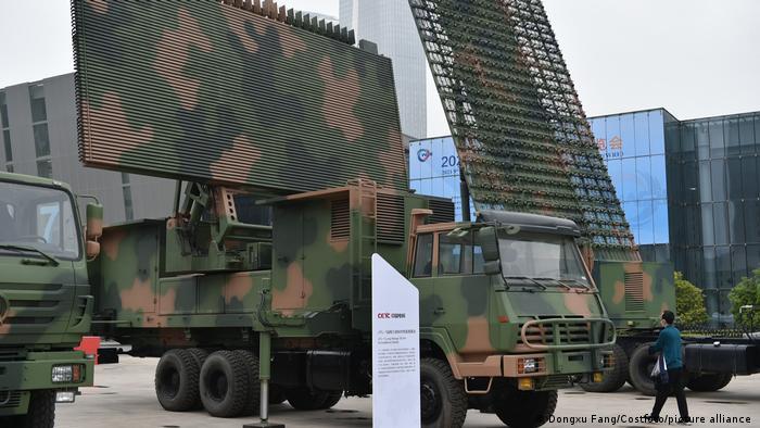 این کمپانی چینی در حوزه الکترونیک و در عرصه صنایع رادار فعالیت میکند و ۴۶ درصد از درآمد آن که معادل ۱۵ میلیارد دلار است، از طریق فروش صنایع نظامی کسب میشود. این کمپانی در سال ۲۰۲۰ نزدیک به ۱۷۷ هزار و ۵۰۰ کارمند داشته است. در ماه مه سال ۲۰۲۱ دو شرکت چینی CETC و نورینکو قرارداد همکاری در پروژههای نظامی به امضا رساندند.
