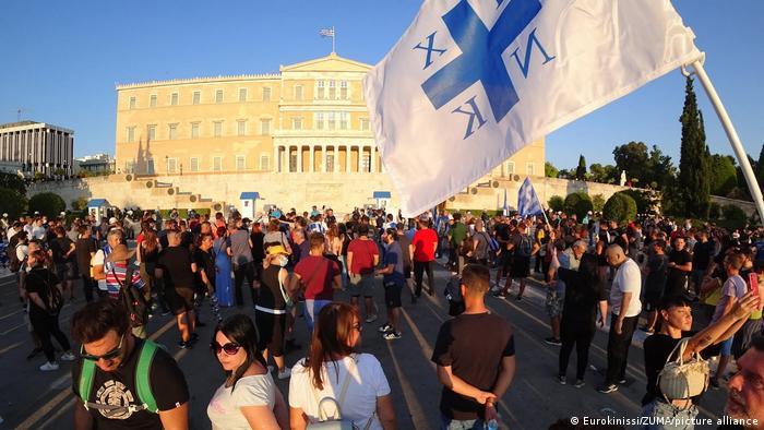Griechenland   Proteste von Impfgegnern vor dem Parlament in Athen
