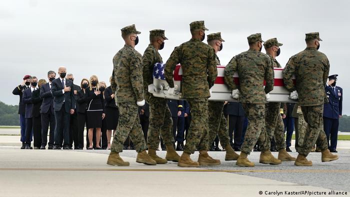 Biden acompanha chegada aos EUA dos corpos de 13 militares americanos vítimas de ataques em Cabul