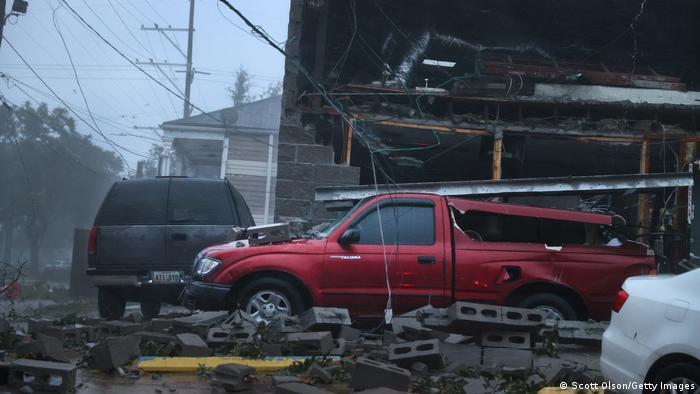 Ida kasırgası Louisiana′da ağır hasara neden oldu | DÜNYA | DW | 30.08.2021