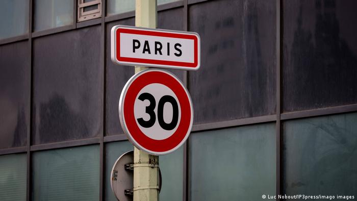A traffic sign that reads Paris and 30 as the speed limit