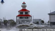 Waves crash against the New Canal Lighthouse on Lake Pontchartrain as the effects of Hurricane Ida begin to be felt in New Orleans, Louisiana, U.S., August 29, 2021. Michael DeMocker/USA TODAY Network via REUTERS THIS IMAGE HAS BEEN SUPPLIED BY A THIRD PARTY. MANDATORY CREDIT