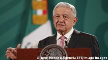 25.5.2021, Mexiko, The president of Mexico, Andres Manuel Lopez Obrador, speaks during a morning press conference at the National Palace, in Mexico City, Mexico, 25 May 2021. The Mexican government will begin vaccinating people aged 40 to 49 in June after concluding with those over 50, President Andrs Manuel Lpez Obrador promised on Tuesday at his morning press conference. EFE / Jose Mendez Mexico will begin vaccination of people aged 40 to 49 in June ACHTUNG: NUR REDAKTIONELLE NUTZUNG PUBLICATIONxINxGERxSUIxAUTxONLY Copyright: xJosexMendezx MEX2689 20210525-637575566772562107